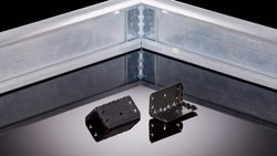 Mounting corner bracket for PV modules